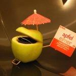 Gewinner Artwizz Seejacket Clip für iPhone 4