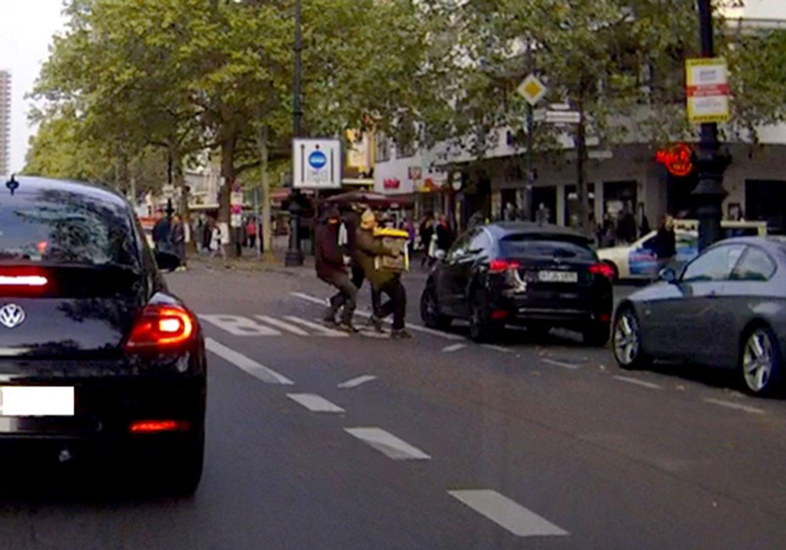 Video: Überfall Apple Store Berlin - Polizei sucht Täter mit Dashcam Video! 6