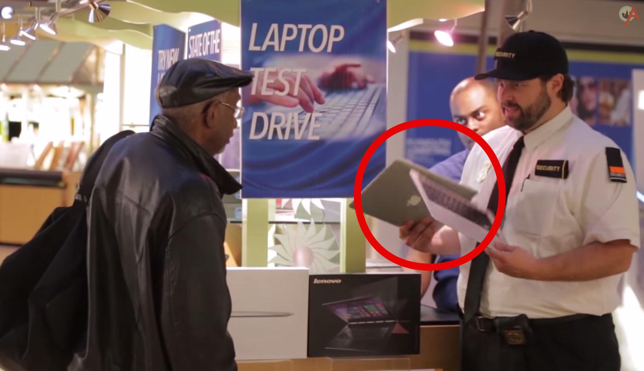 Werbeaktion: Lenovo zerbricht Apple MacBooks vor laufender Kamera 3
