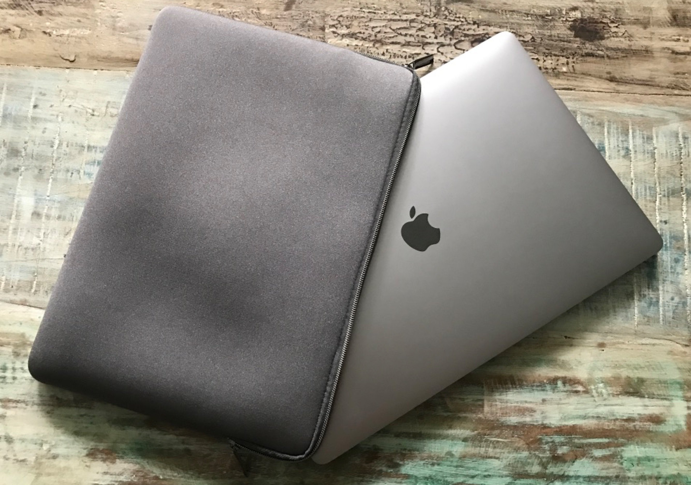 Artwizz Neoprene Sleeve: Neopren-Tasche fürs MacBook Pro 2016 6