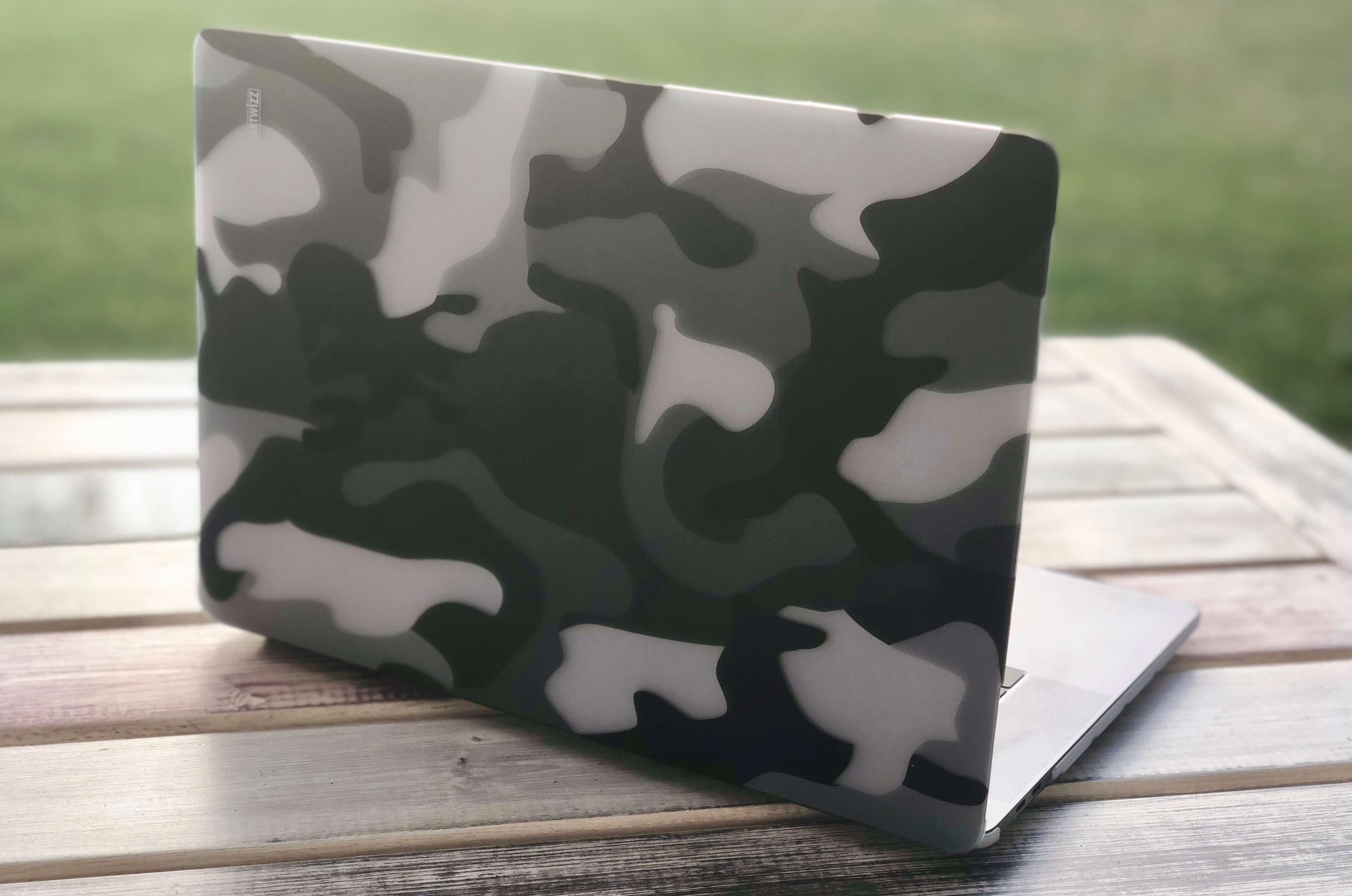 Gut getarnt: MacBook Pro mit Camouflage Clip, die stylische Schutzhülle fürs MacBook von Artwizz 1