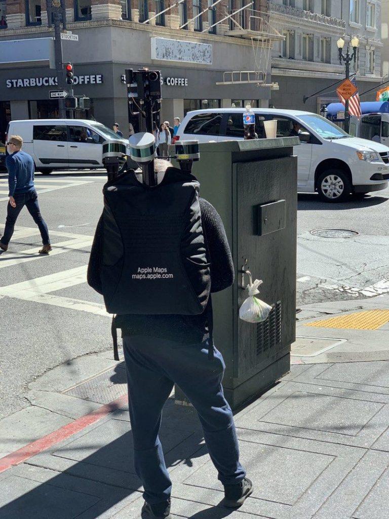 Apple Maps: Mitarbeiter läuft mit Rucksack durch San Francisco