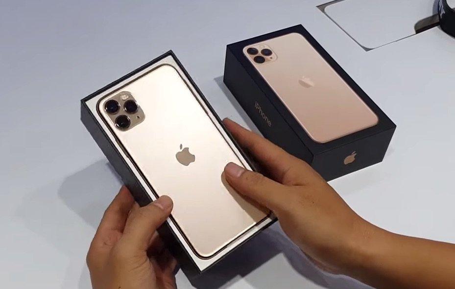 "Face down: iPhone 11 Pro liegt ""falsch herum"" in Schachtel 1"